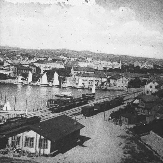 """""""Strömstad. Här ser vi till sist en vy över Strömstad med hamnen."""""""