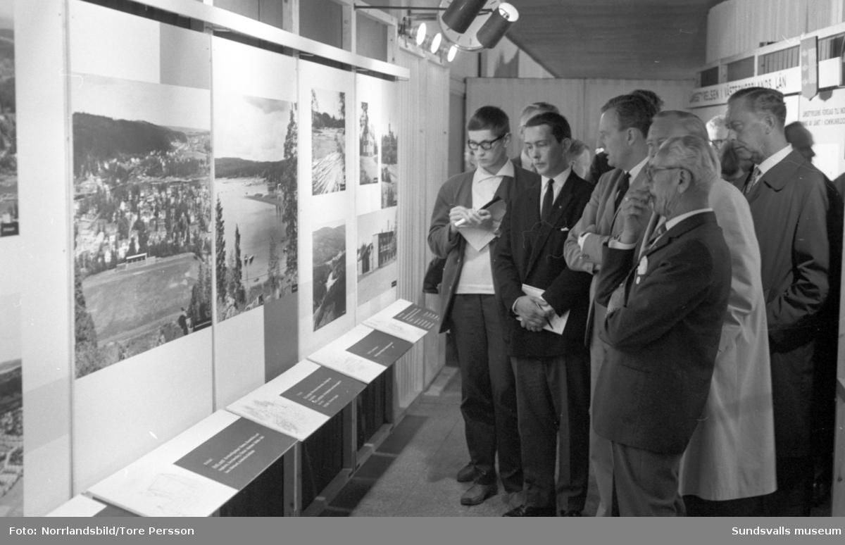 Sundsvallsutställningen på museet, pressvisning med landshövdingen.