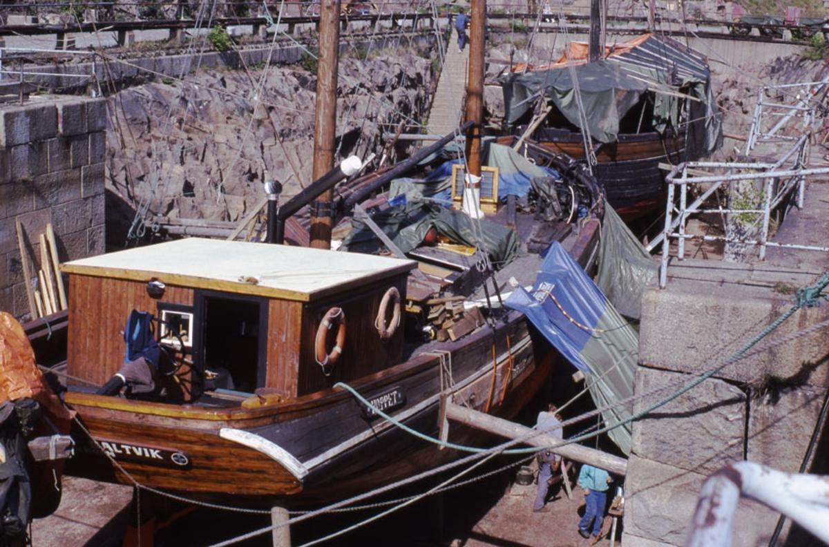 Fartyg: HOPPET av Saltvik              Bredd över allt 6,10 meter Längd över allt 20 meter Reg. Nr.: SKVI Rederi: Rederi Ab Hoppet Byggår: 1927 Övrigt: Hoppet av Saltvik Foto i maj 1990