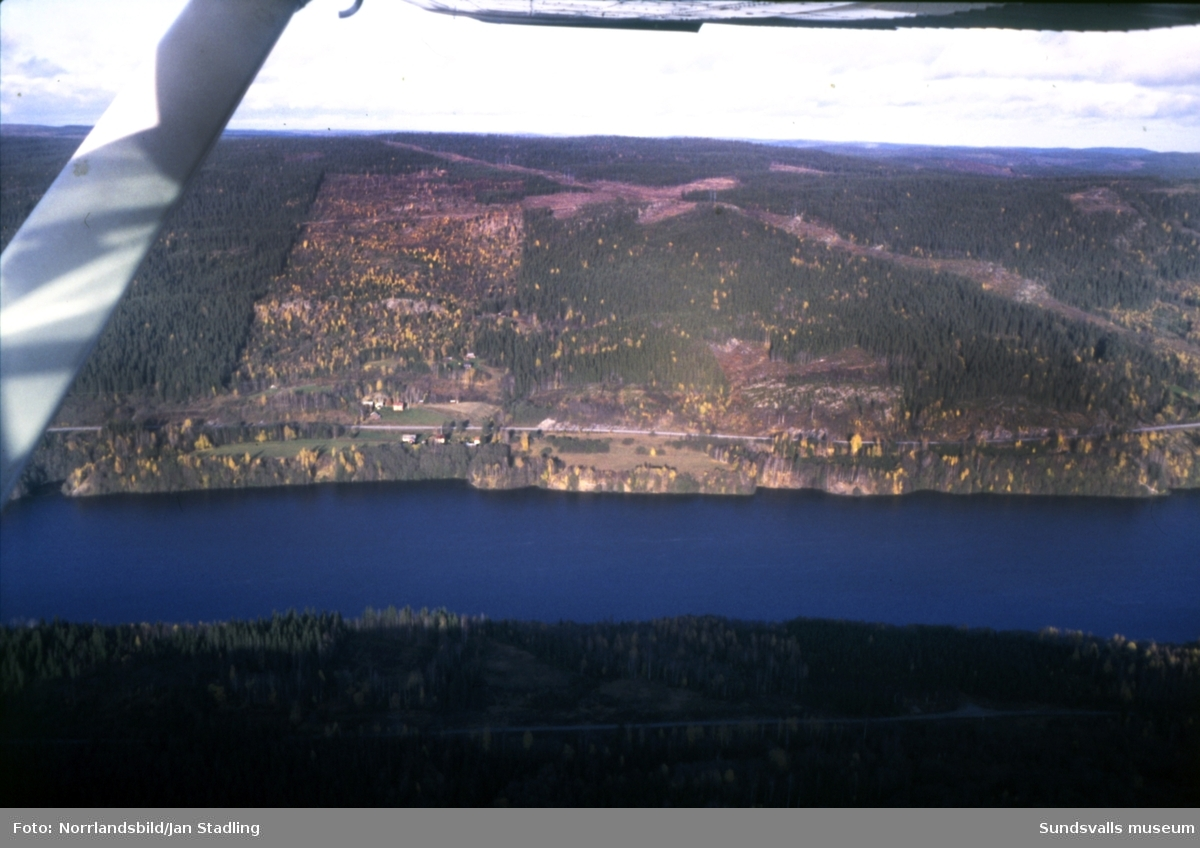 Flygfoton över Indalsälvens dalgång från Järkvissle ner till Bergeforsen. Bilder över byarna Järkvissle, Sillre, Dacke, Liden, Flygge, Sunnås, Baggböle, Indal, Bergeforsen, Sörberge.