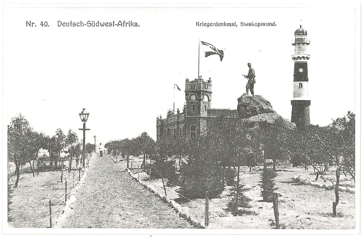 Vykort med motiv: Krigsmonument i Swakopmund.  En samling vykort som är gjorda under slutet av 1980-talet av original från omkring sekelskiftet 1900.