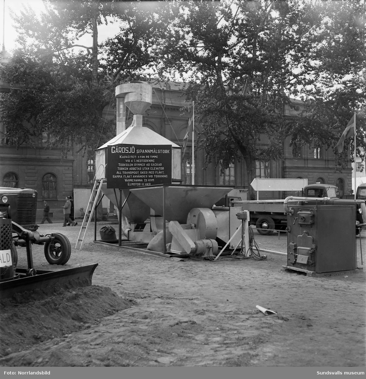 Mela, jordbruksmaskiner och stängsel, monter på Sundsvallsmässan 1954.