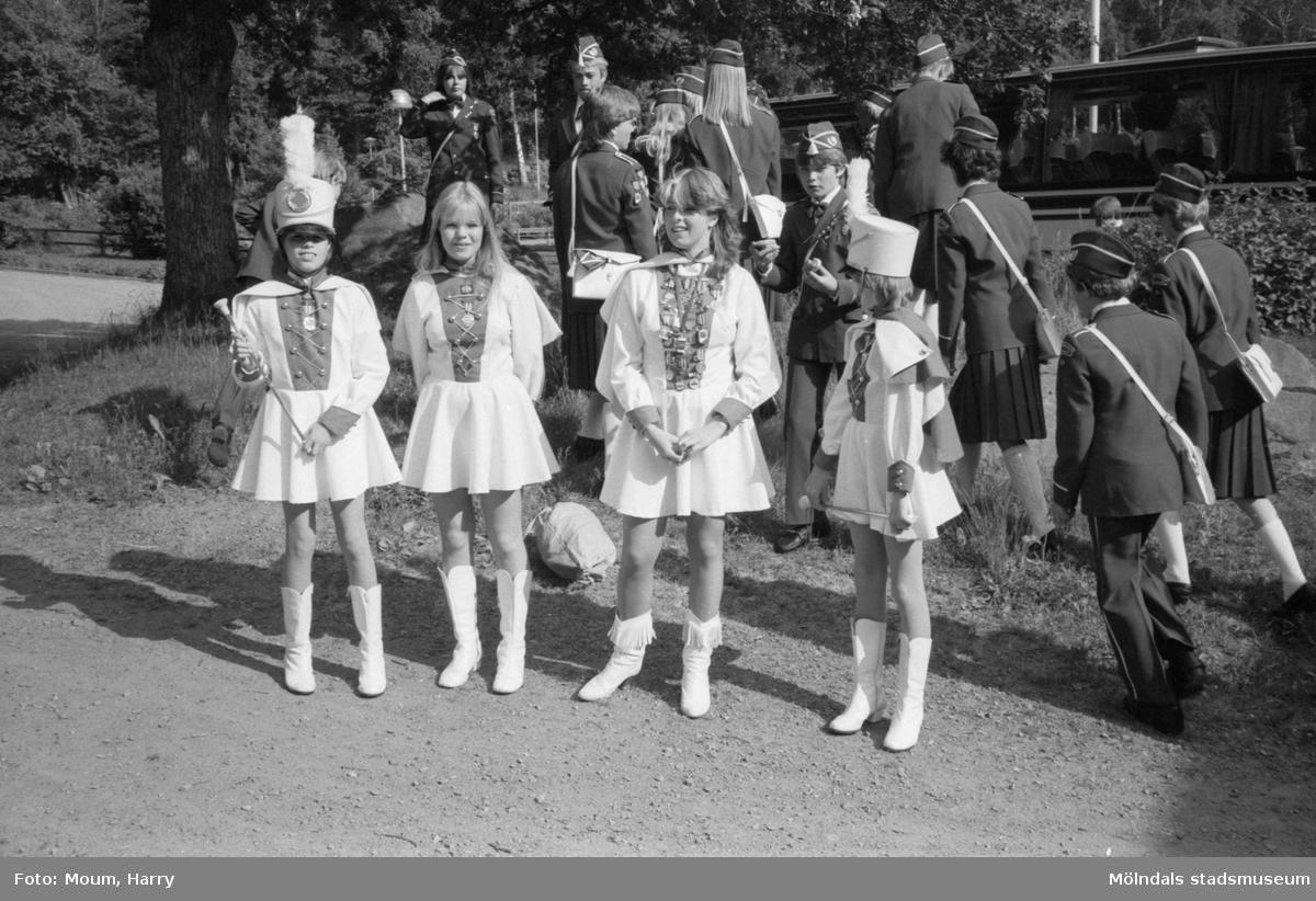 Norska skolorkestern Åsgårdens skolekorps vid Torrekulla turiststation i Kållered, år 1983.  För mer information om bilden se under tilläggsinformation.