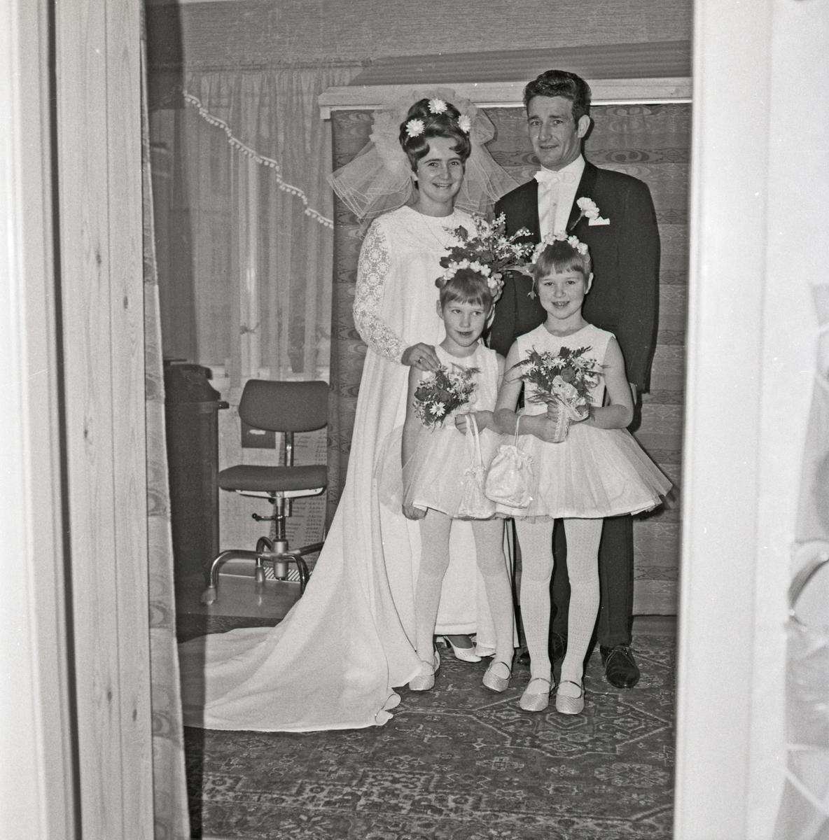 Bryllupsutstyrssalongen. Utleie av brudekjoler etc.