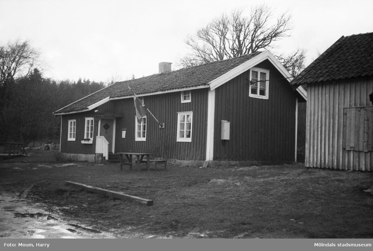 Hembygdsgården i Långåker, Kållered, år 1983.  Fotografi taget av Harry Moum, HUM, Mölndals-Posten, vecka 41, år 1983.