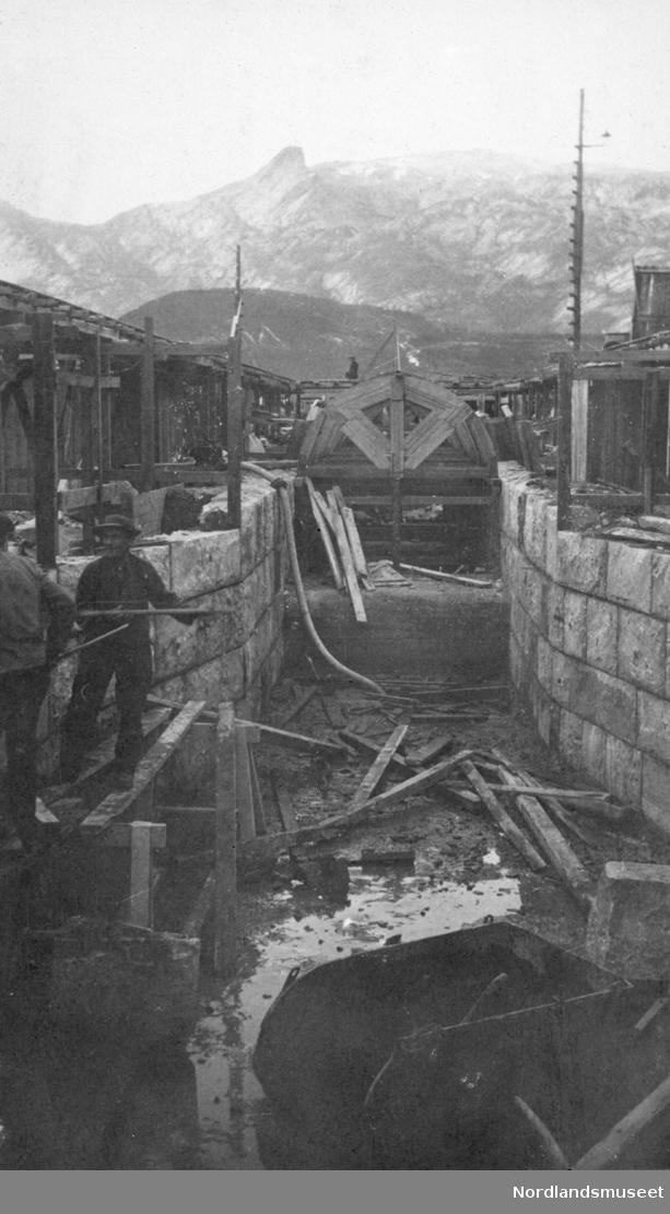 Undervannskanal. Bildet er tatt 7.oktober 1917 og viser byggingen av undervannskanal.
