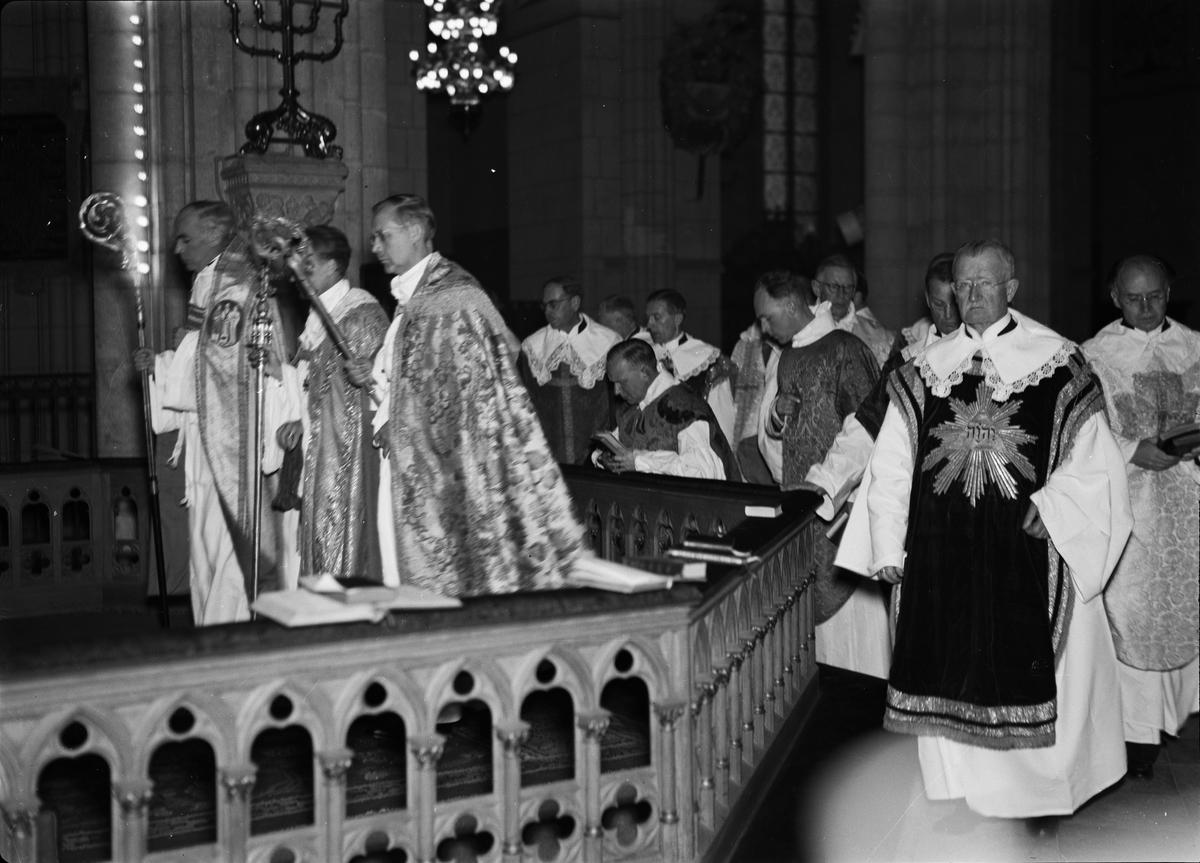 Sannolikt biskopsvigning i Uppsala domkyrka november 1941