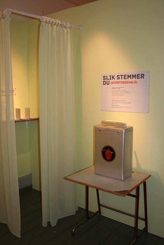 Stemmeurne i valglokale (Foto/Photo)