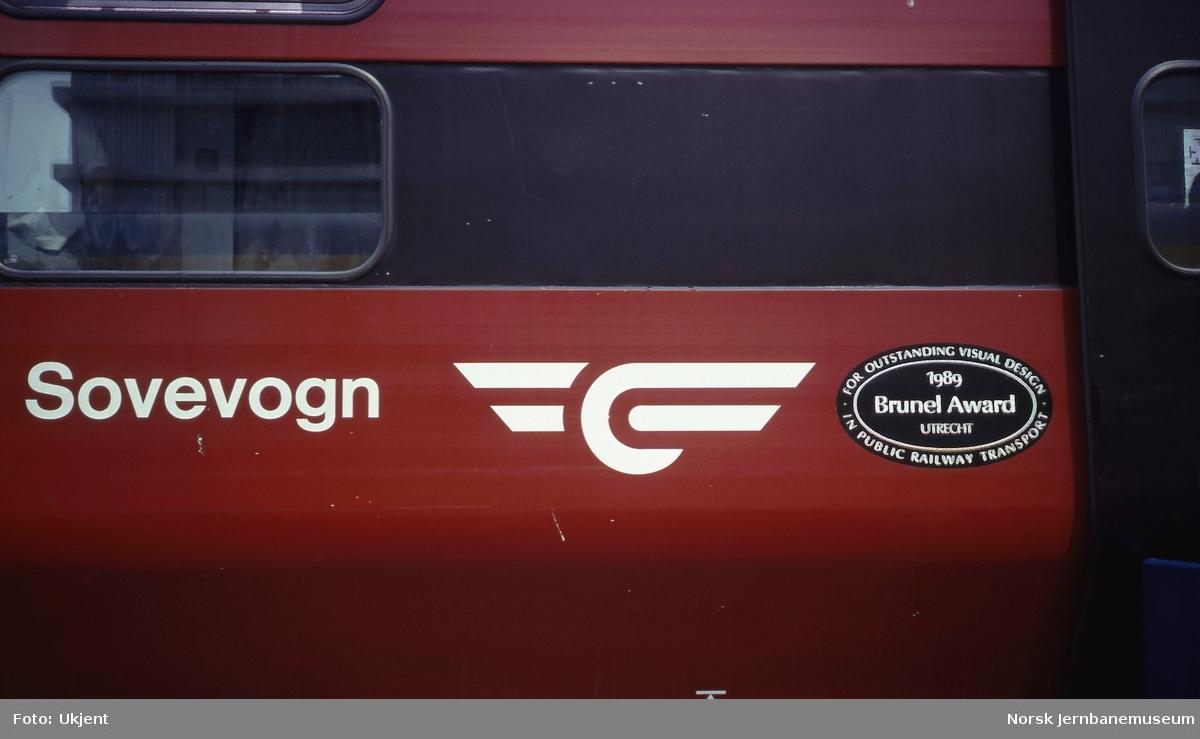 """Sovevogn litra WLAB-2 med merke for prisen """"The Brunel Award"""""""