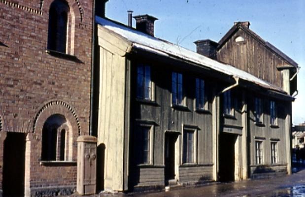 Hus vid Drottninggatan 56-54.