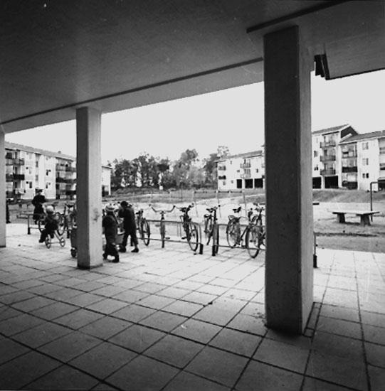 Bostadsområde. Lekande barn.Baronbackarna, Örebro.Arkitekt AlmEkholm & White