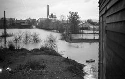 Levangerelva flommer over sine bredder og inn i byen. Ved Le
