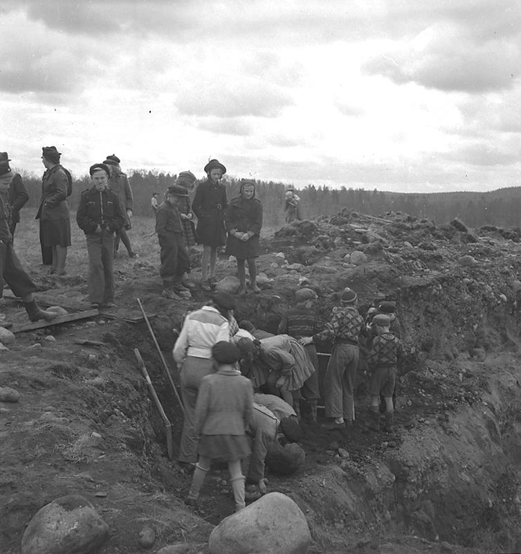 Svennevad, fornlämningar. Grupp.16 maj 1946
