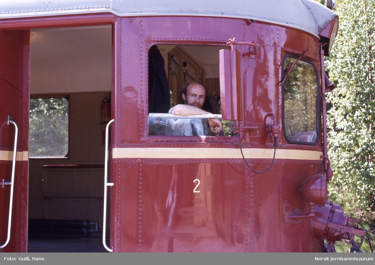 Lokomotivfører i motorvogn BM 86.25 på Numedalsbanen