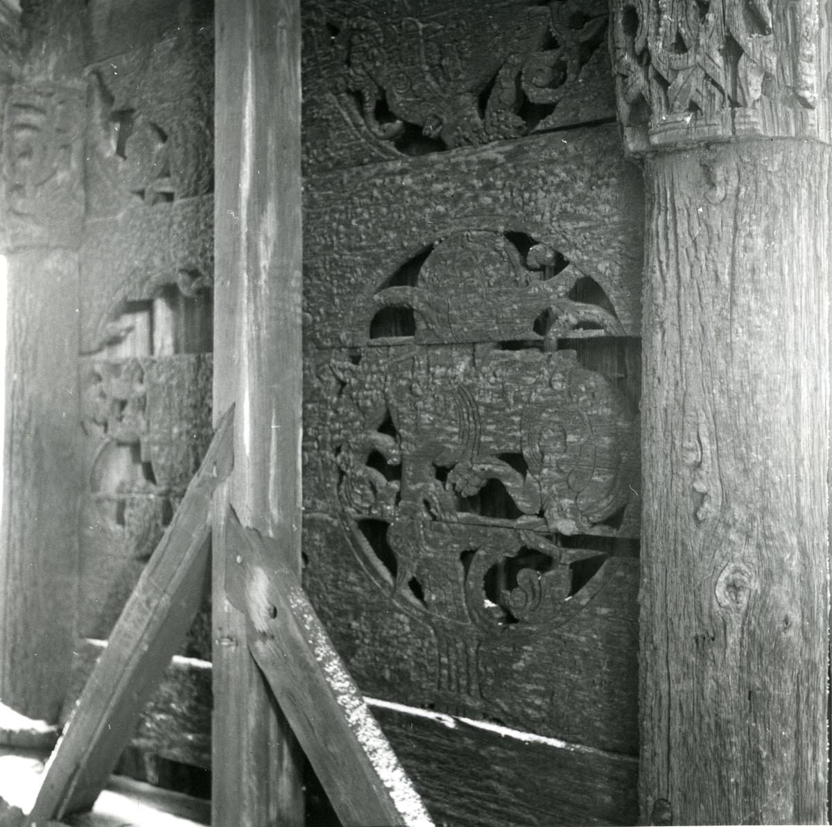 Inngangsparti fra Lomen stavkyrkje i Valdres.