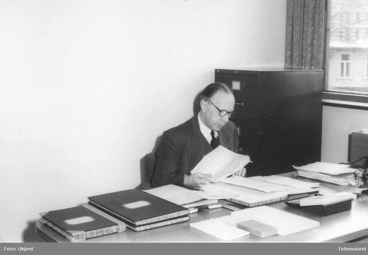 Berg-Johannesen, kontorsjef