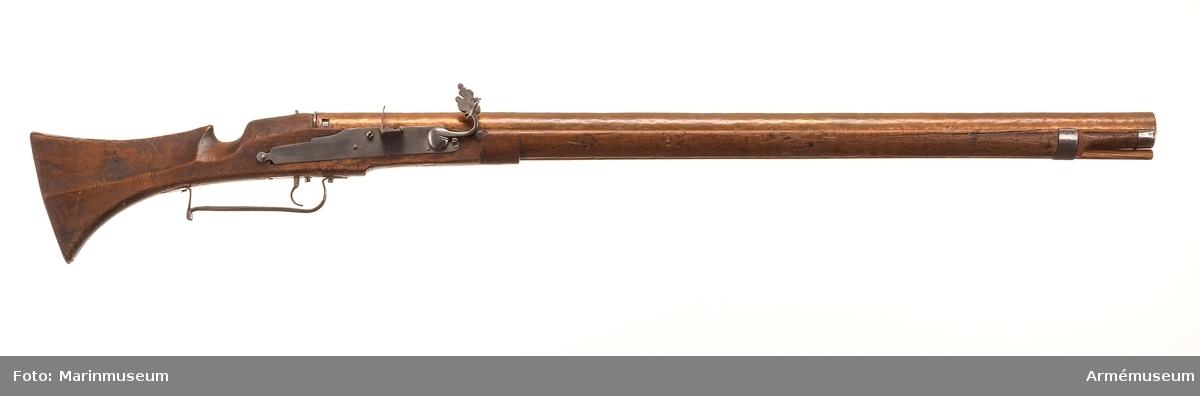 Grupp E II. Gevär (musköt) med luntlås och kopparpipa. Jfr AM 23437.