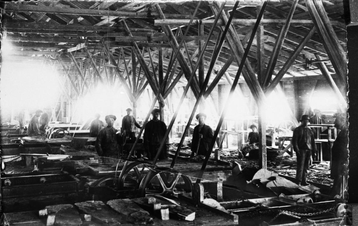 En gruppe menn som arbeidet ved Valdres skiferbrud.