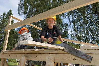 Hyttebygging på Skogbrukstunet under Jakt- og Fiskedagene 2014