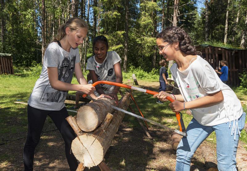 Jenter sager ved under Skog og vann 2014 (Foto/Photo)