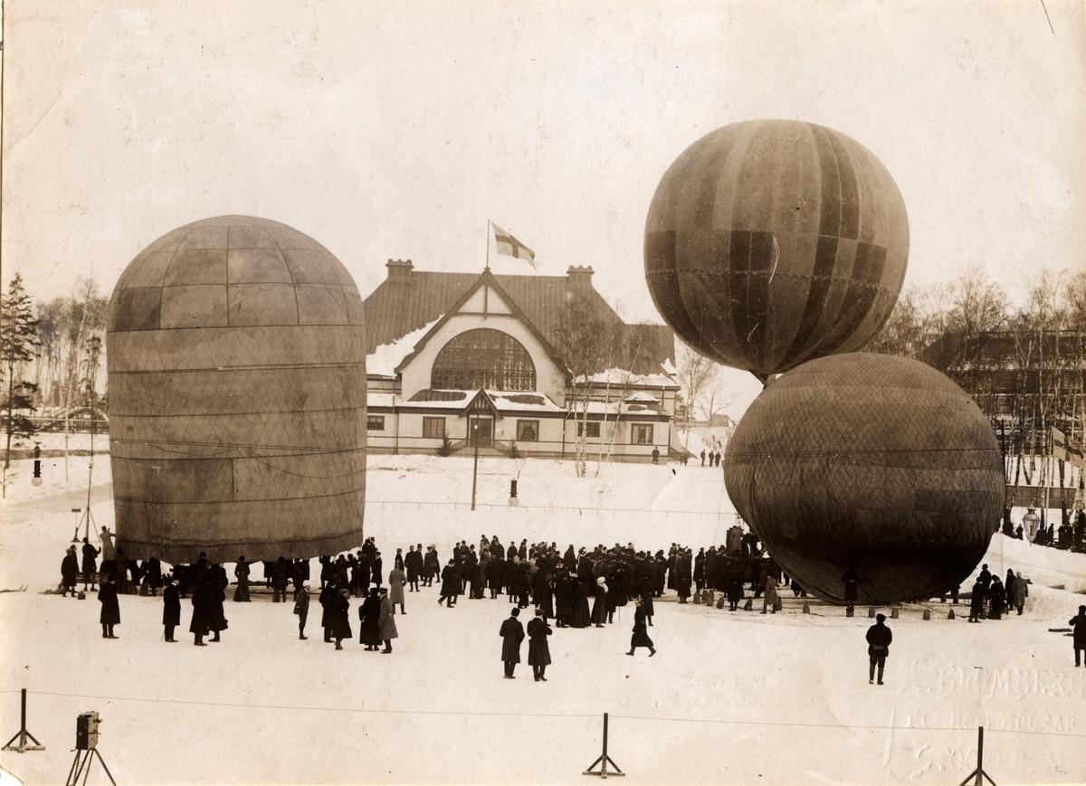 Luftballongerna Andrée, Svenske och Argonat, vid Nordiska spelen i Stockholm, Idrottsparken 1909.