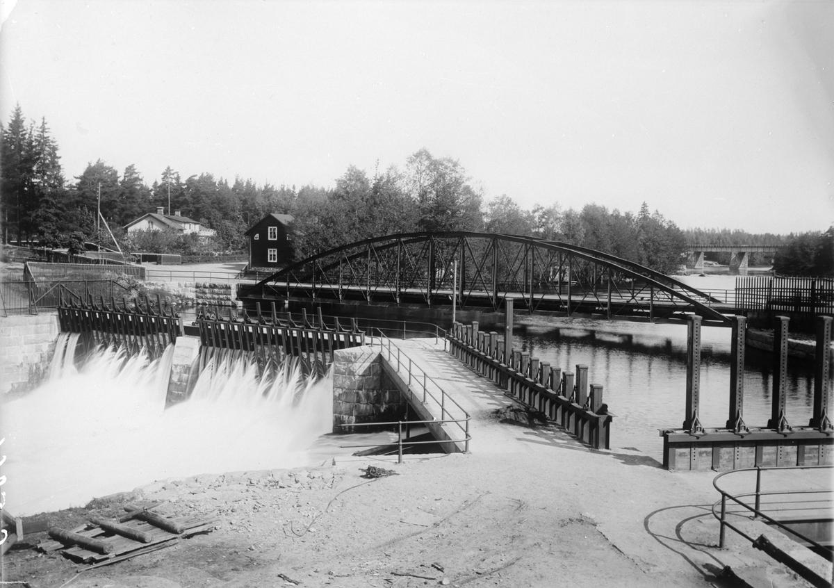 Fotografi för produktion av vykort. Anläggningar i Strömsholms kanal, Ramnäs, Degerfors.