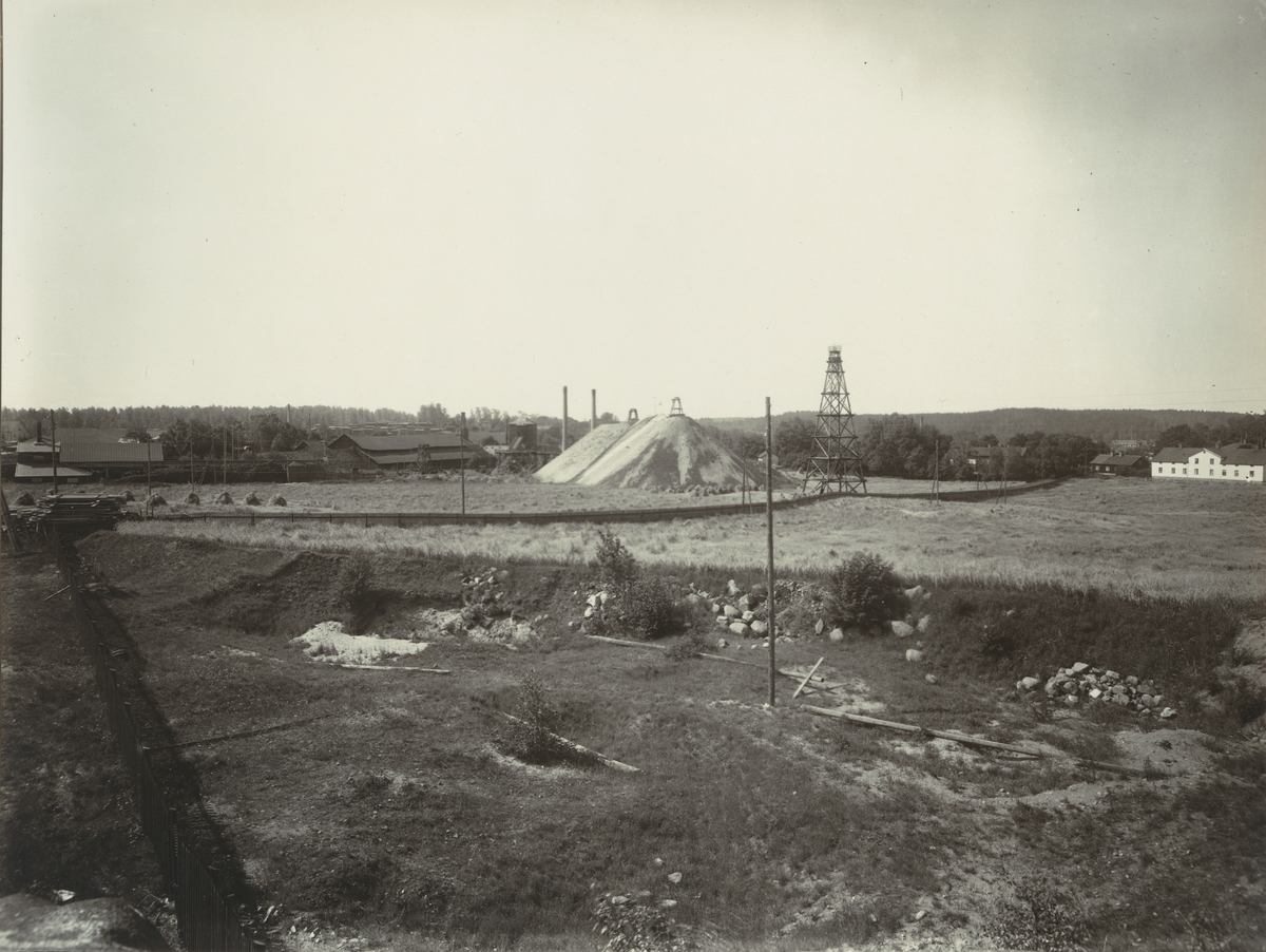 Boxholms Järnverk. Utsikt över masugnens slaggvarp omkring 1917.