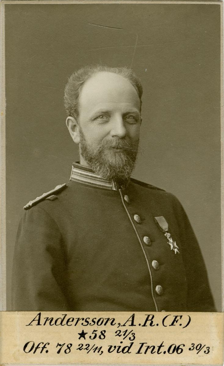 Porträtt av Anian Robert Andersson, officer vid Intendenturkåren.