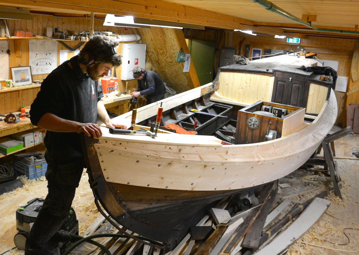 Listerbåt being repaired.