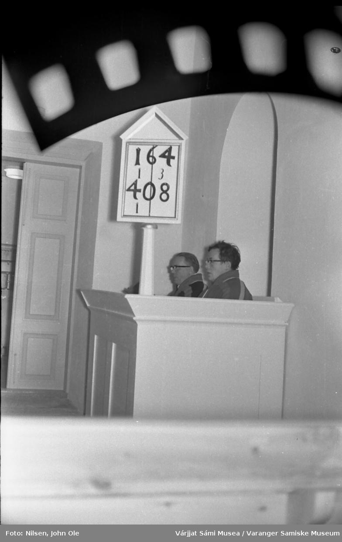 To menn i kofte på en prekestol i en kirke. Ukjent sted høst 1966.
