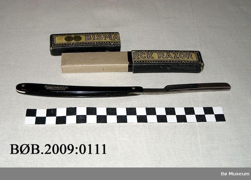Sammenleggbar barberkniv i pappetui