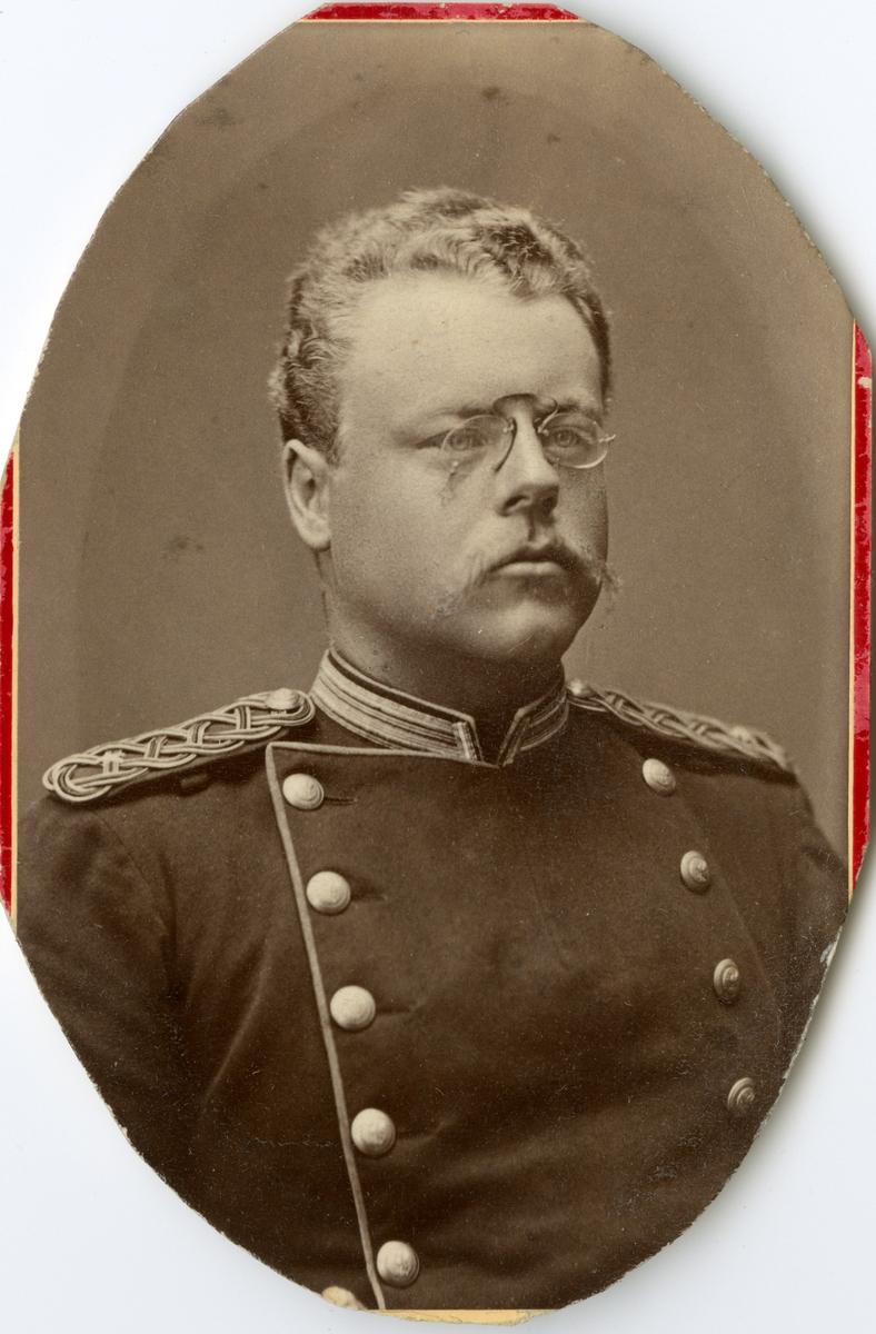 Porträtt av Conrad August Falkenberg, kapten vid Södermanlands regemente I 10. Se även AMA.0007700 och AMA.0007253.