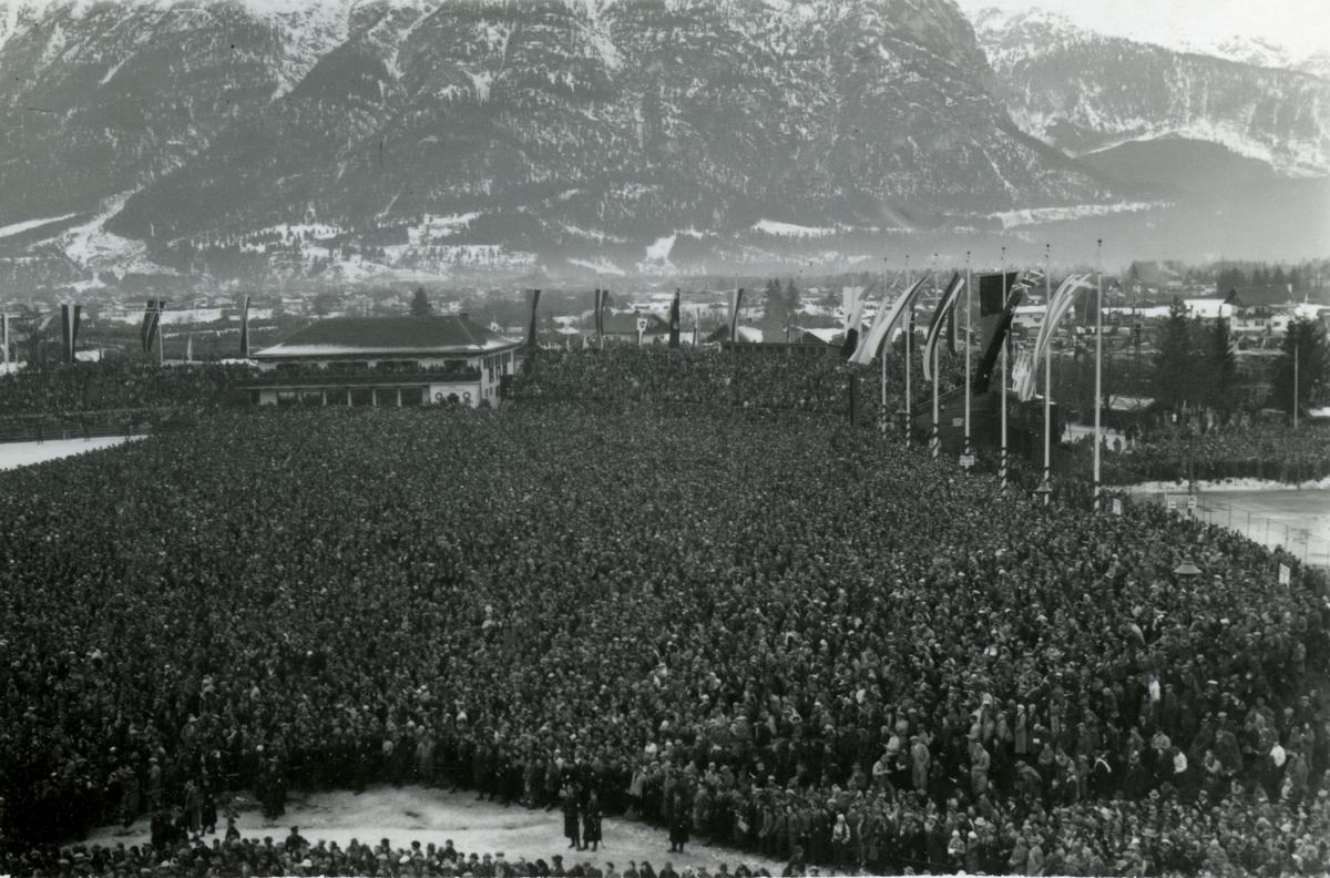 Masss audience in the ski stadion during OG at Garmisch