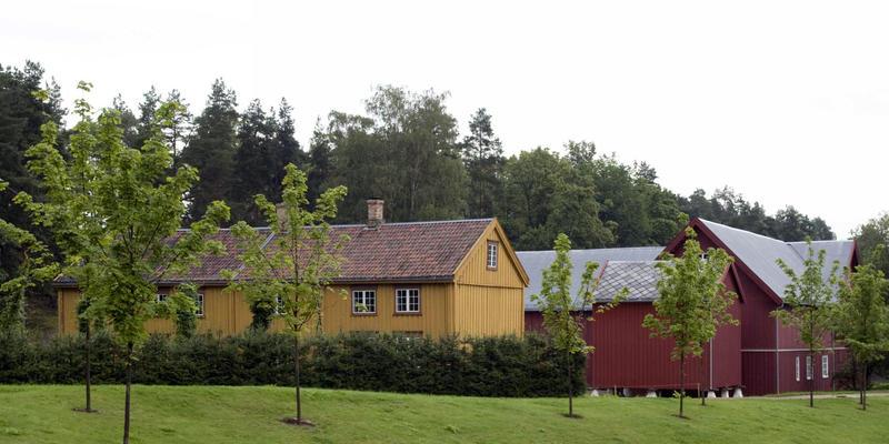 Trøndelagstunet på Norsk Folkemuseum med Stiklestadlåna. Foto/Photo