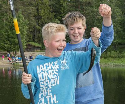 Glade fiskere under arrangementet Skog og vann 10/6 2016. (Foto/Photo)