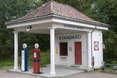 Bensinstasjon fra Holmestrand. Foto/Photo