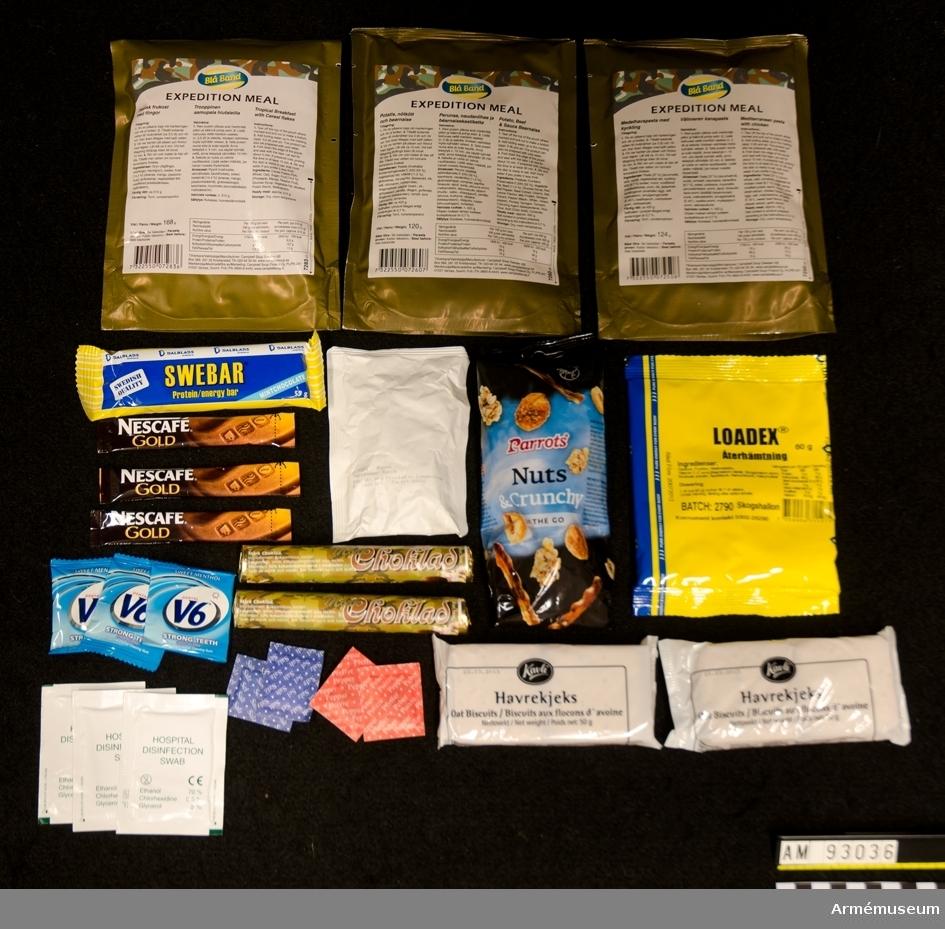 Förpackning innehållande en dagsmeny om 3740 kcal. Frukost: Tropisk frukost med flingor Lunch: Medelhavspasta med kyckling Middag: Potatis, nötkött och bearnaise Tillbehör: Nötblandning 1 st, Vätskeersättning 1 st, Chokladrulle 2 st, Havrekex 2st, Russin 1 st, Energikaka 1 st, Kaffestick 3 st, , Tuggummi 3 st, Våtservett 3 st, salt 2 st, peppar 2 st. Vattenåtgång: 23 dl