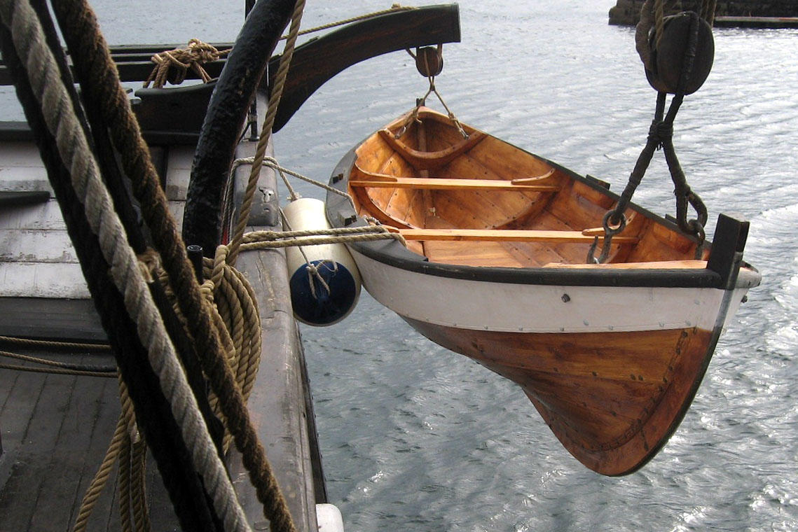 Åfjordsgeit som skipbåt til jekta Pauline.