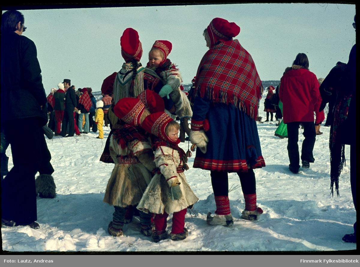 Kautokeino i 1974. Reinkappkjøring i påsken.