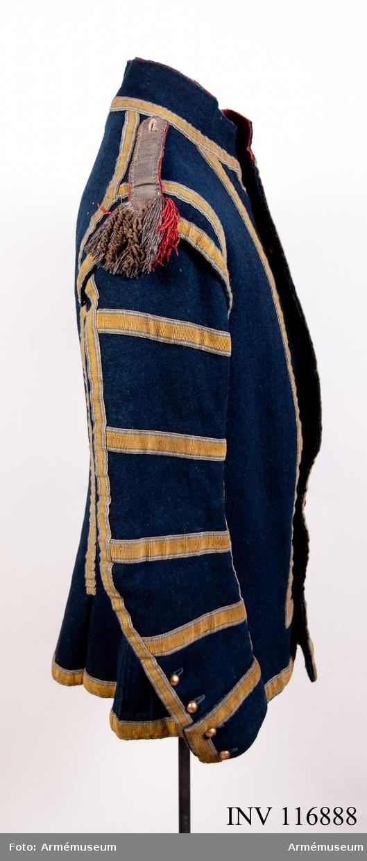 Grupp C:I. Jacka m/1779 av blått kläde med gula band.
