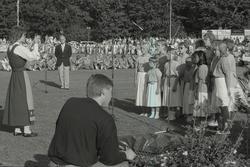 Viktoriadagen 1987-07-14 Lokal sångkör sjunger barnvisor för