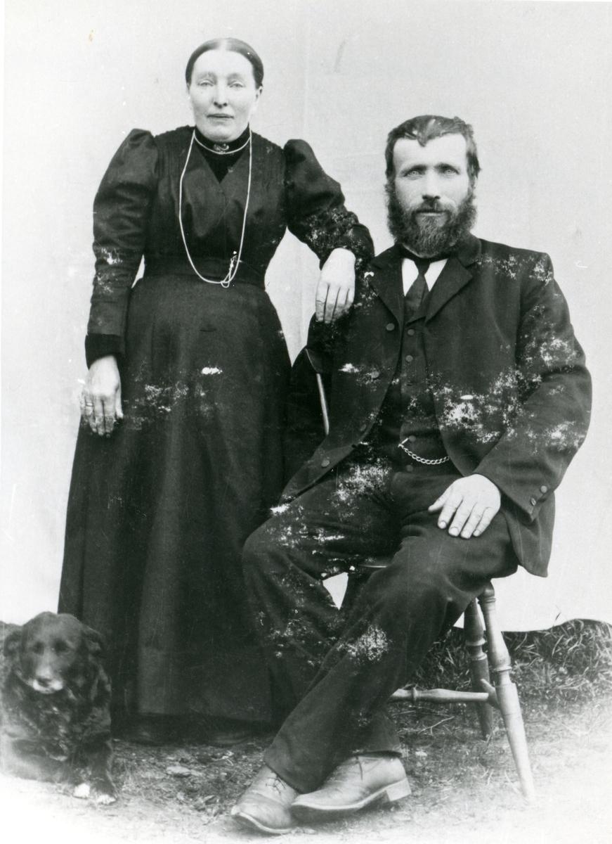 Portrett av Ole Andreas Olsen Hagen og hans kone Berit Olsdatter Lindelia.