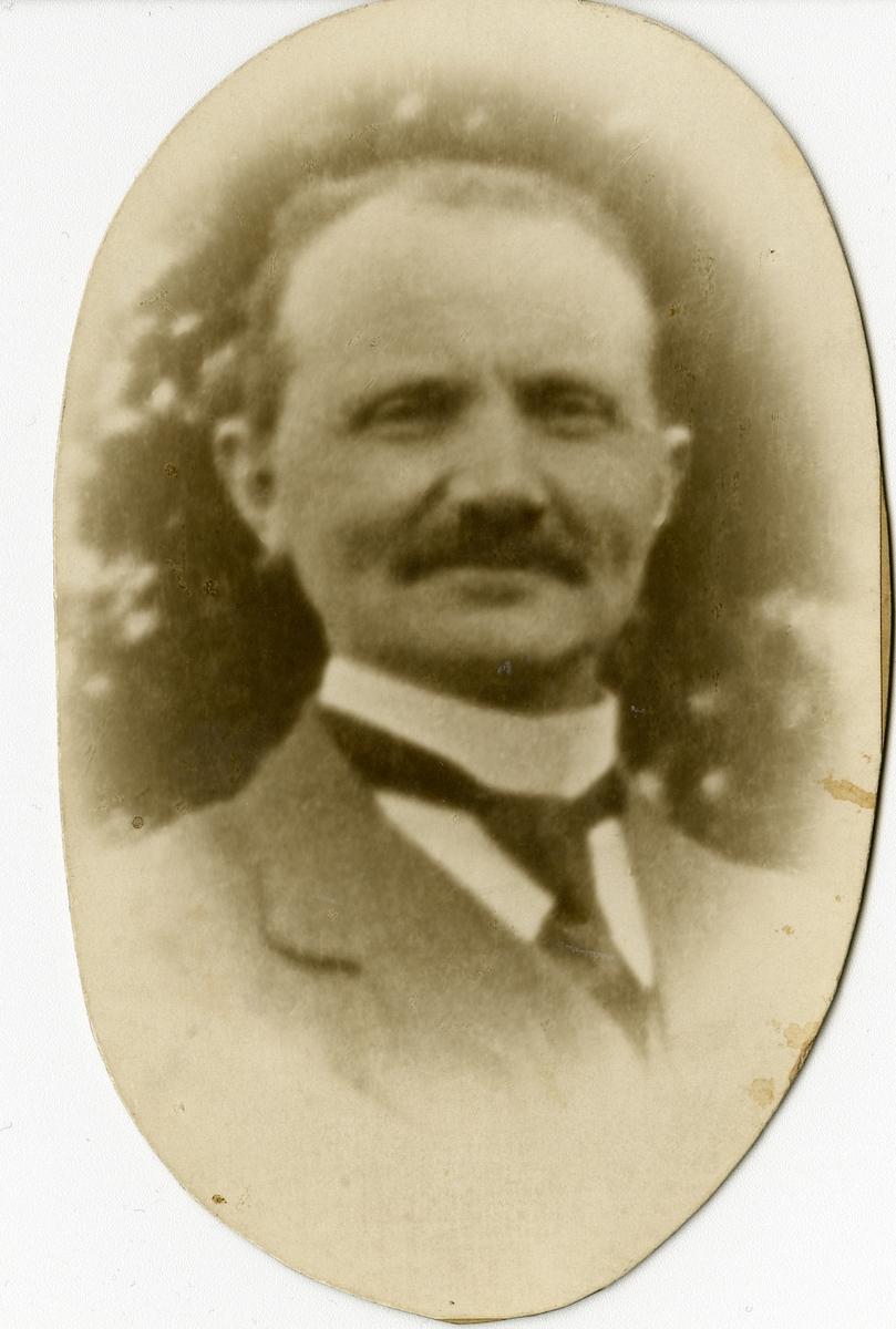Portrett av Halgrim Evjen.