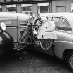 """Vardens arkiv. """"Kollisjon på Cowardhjørnet"""" 01.04.1954"""