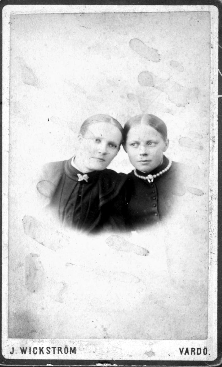 Visittkortportrett av to kvinner.