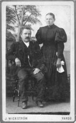 Visittkortportrett av en mann og en kvinne. Antagelig skredd