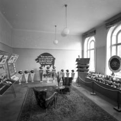 Sparbanken har en utställning av sparbössor i Stadshuset.
