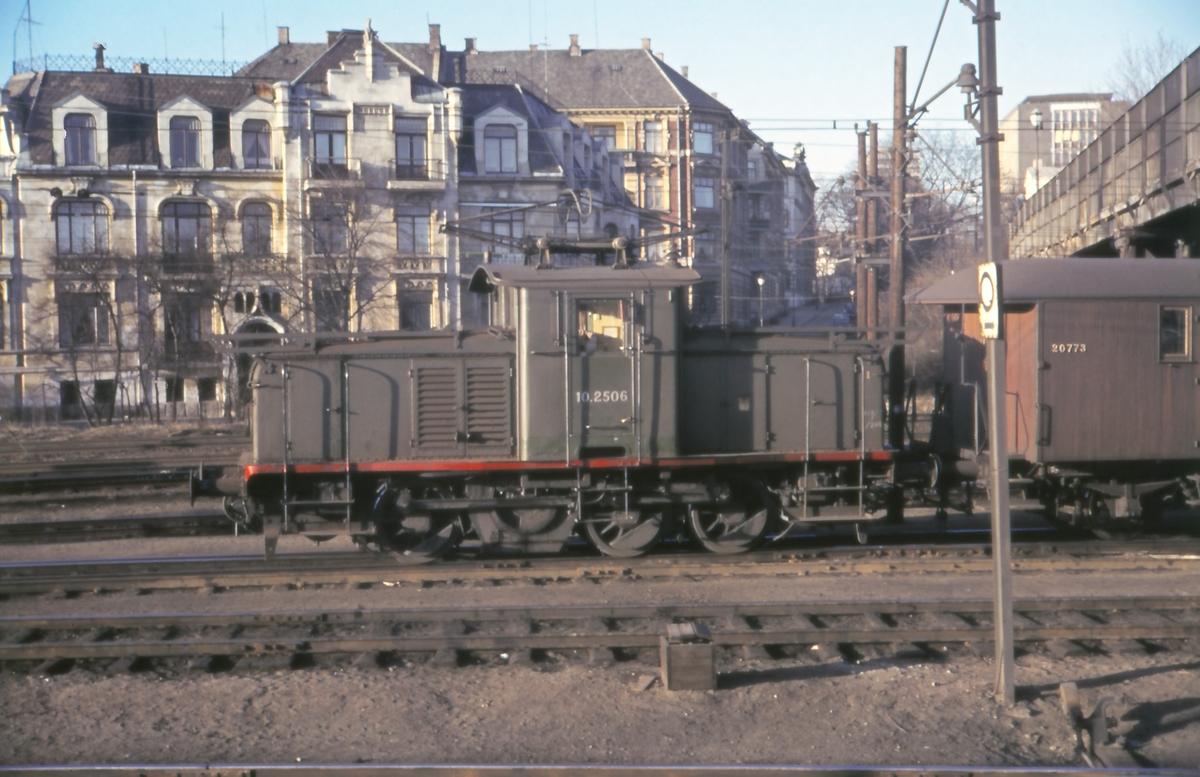 Skifting på Filipstad med elektrisk lokomotiv type El 10