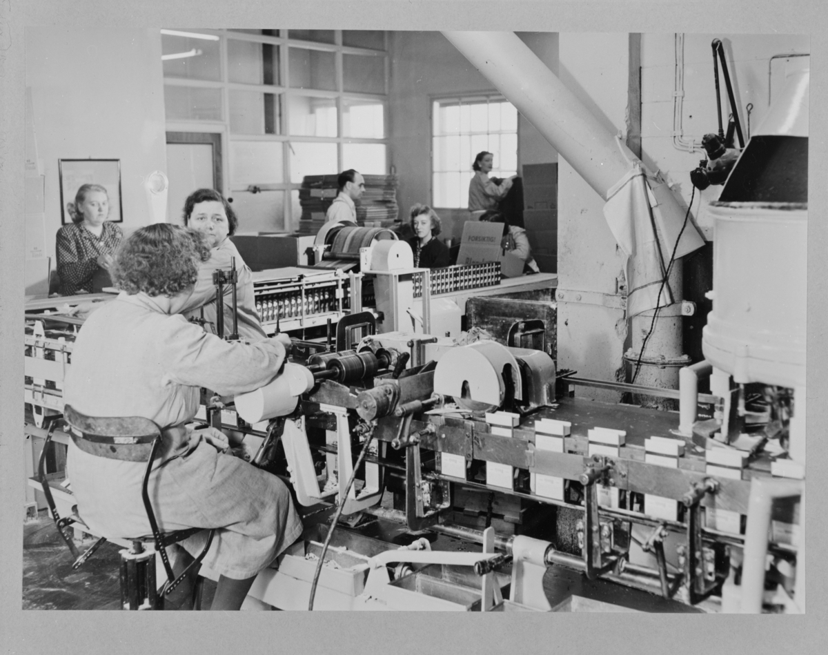 Reprofotografier av aktivitet på Lilleborg fabrikker.