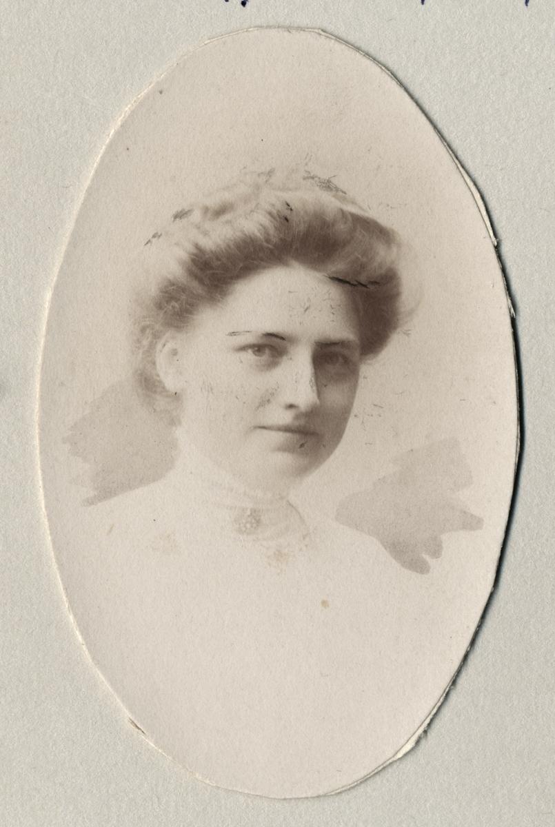 Portrett, kvinne, Lizzi Bergersen
